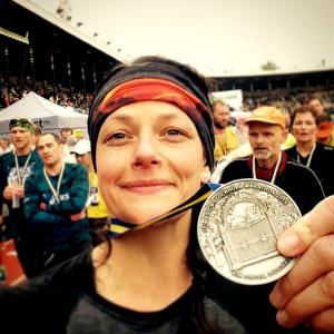 Malin Jones efter slutfört Stockholm Marathon 2015